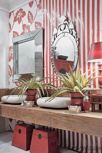 Bathroom_designed_in_red_color-18