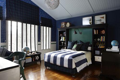 blue stripped boy room decor