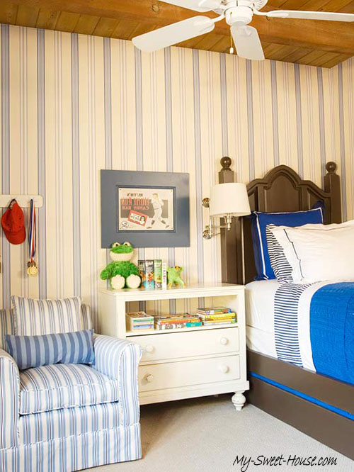 boys room with stripes