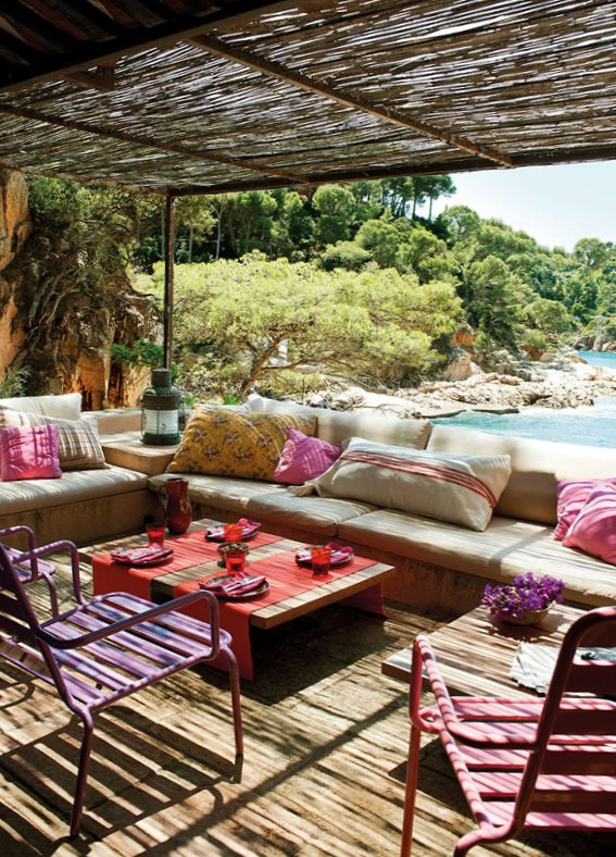 Wooden terrace design idea from El Mueble
