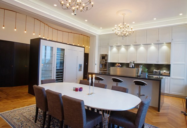 Beautiful apartment in a luxurious house-6