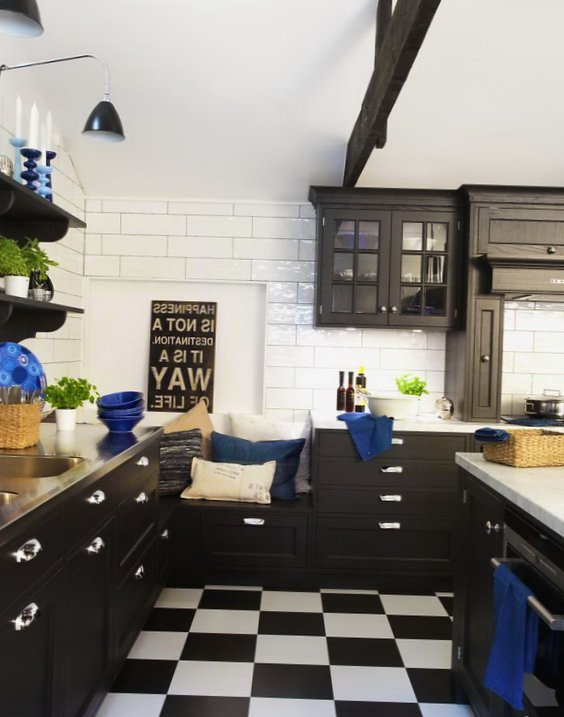 Black and white kitchen - Tiles on the floor and walls