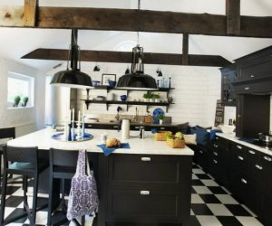 Black and white kitchen design - thumbnail