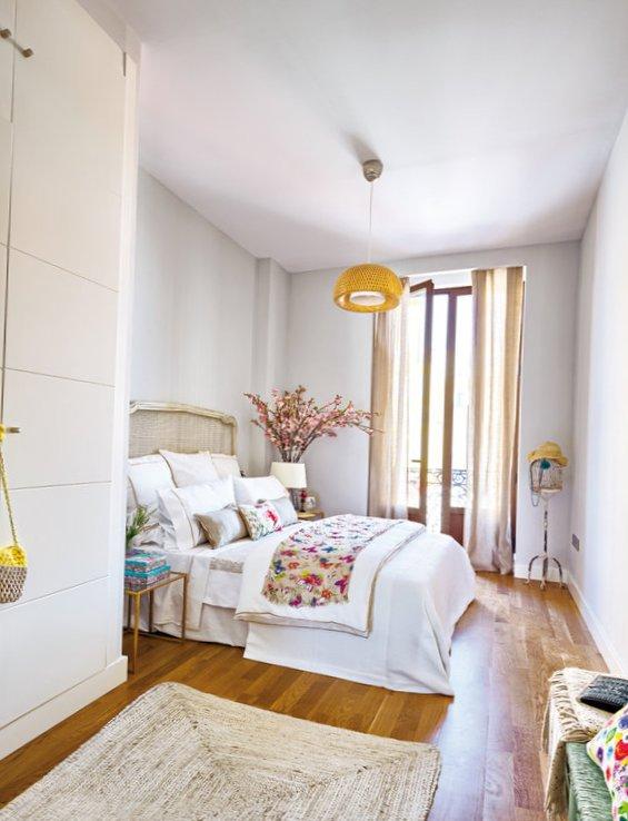 Cheerful Spanish interior-9