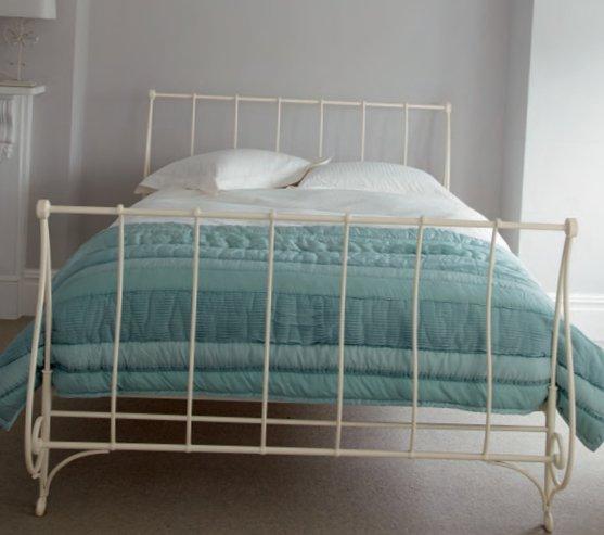 English bedrooms Laura Ashley-11