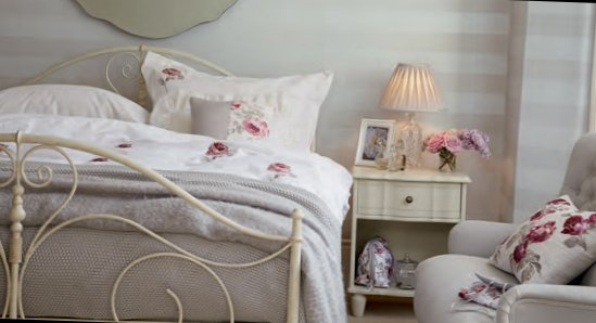 English bedrooms Laura Ashley-3