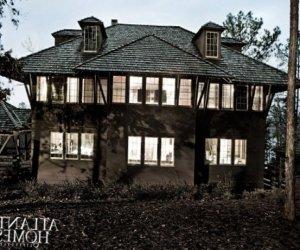 Mystery house near a lake-thumbnail