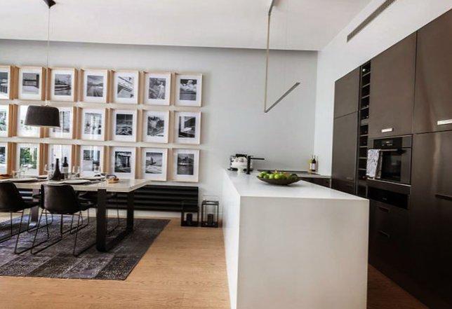 Parisian apartment with a cozy veranda-1