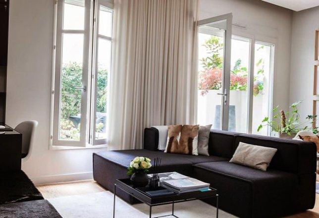 Parisian apartment with a cozy veranda-11