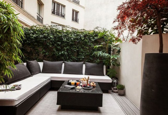 Parisian apartment with a cozy veranda-4
