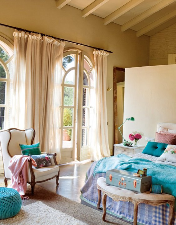 Splendid bedroom with turquoise details-3