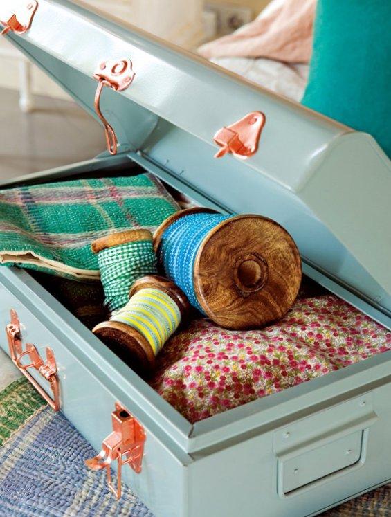 Splendid bedroom with turquoise details-4