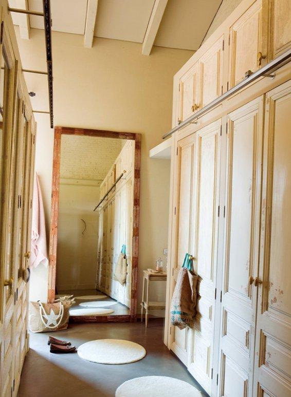 Splendid bedroom with turquoise details-5