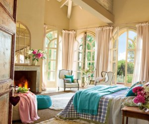 Splendid bedroom with turquoise details