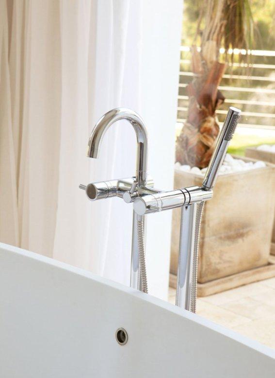 Sunny bathroom design-3
