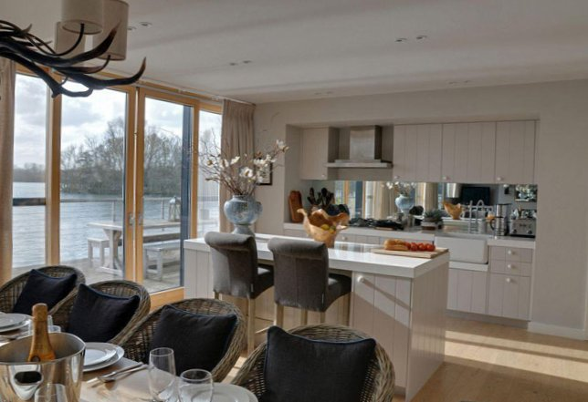 The lake house in Gloucestershire-5