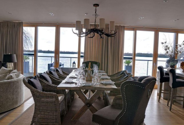 The lake house in Gloucestershire-6