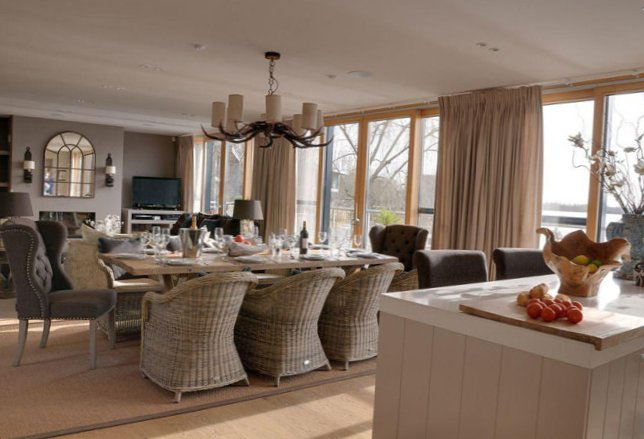 The lake house in Gloucestershire-7