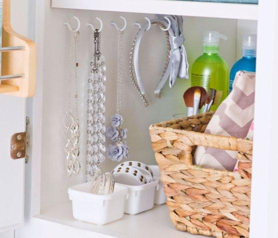 Tiny bathroom design - Cones and baskets elements