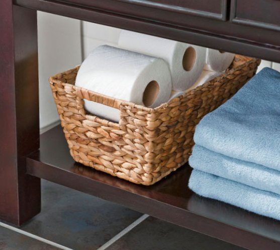 Tiny bathroom design - baskets with paper rolls