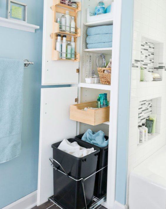 Tiny bathroom design - big baskets for clothes