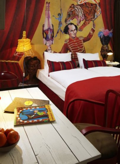 25-Hours-Hotel-Spectacle-Vienna-8.jpg
