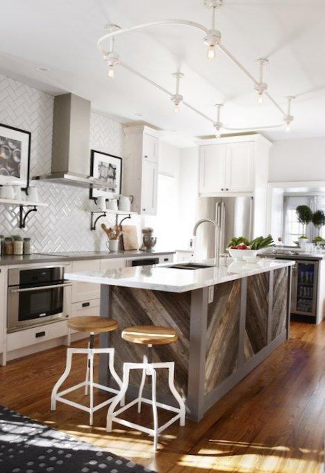 Beautiful-kitchen-with-an-island-2.jpg