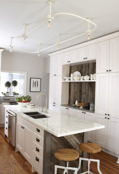 Beautiful-kitchen-with-an-island-4.jpg