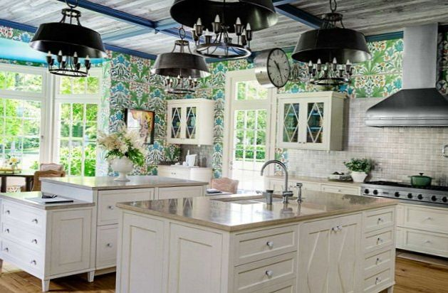 Bright-floral-Wallpaper-in-the-kitchen-1.jpg