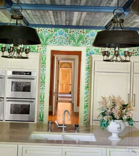 Bright-floral-Wallpaper-in-the-kitchen-5.jpg