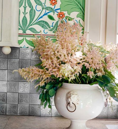 Bright-floral-Wallpaper-in-the-kitchen-6.jpg