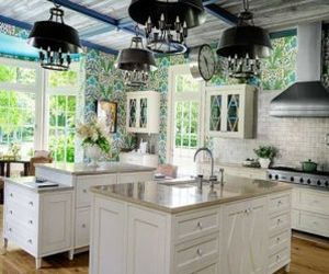 Bright floral Wallpaper in the kitchen