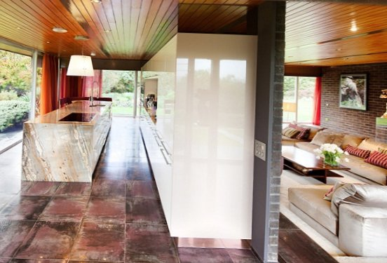 Glass-house-in-England-3.jpg