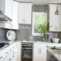 Light-kitchen-in-an-American-house-thumbnail.jpg