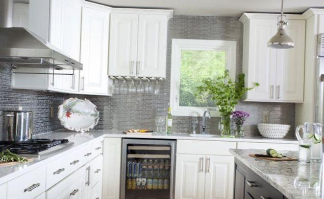 Light-kitchen-in-an-american-style-1.jpg
