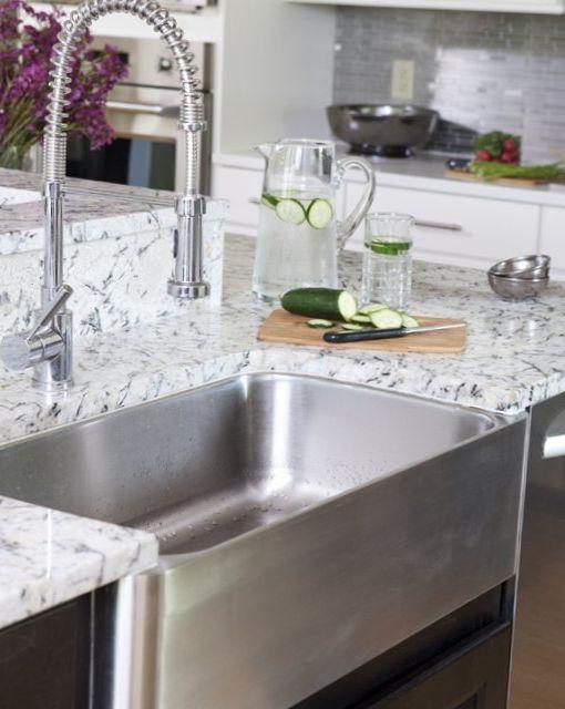 Light-kitchen-in-an-american-style-5.jpg