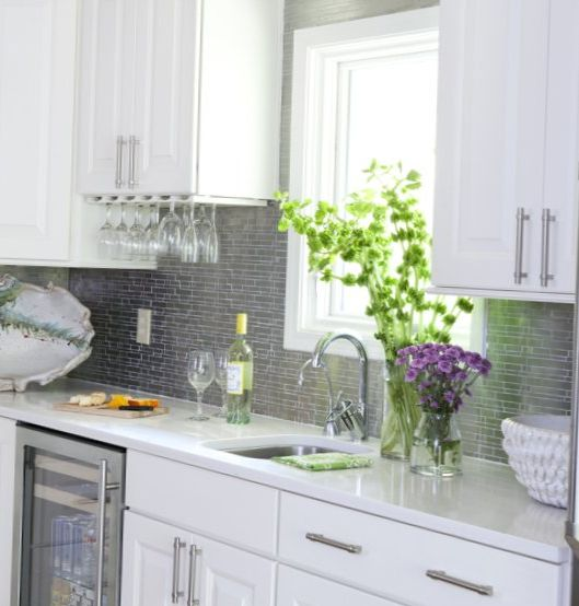 Light-kitchen-in-an-american-style-7.jpg
