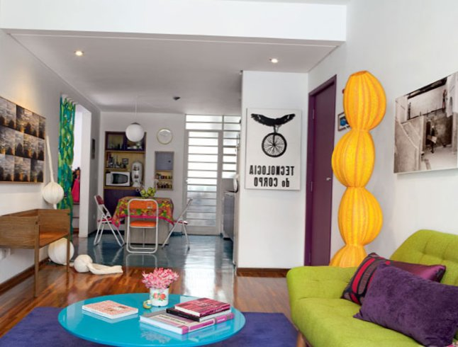 Small-colourful-apartment-2.jpg