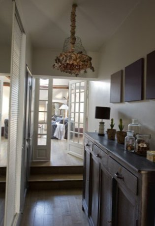 Spacious-apartment-in-the-suburbs-of-Paris-4.jpg
