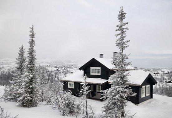 Wooden-house-in-Norway-1.jpg