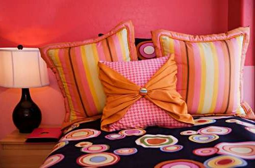 teen-girls-mix-match-bedding-idea2