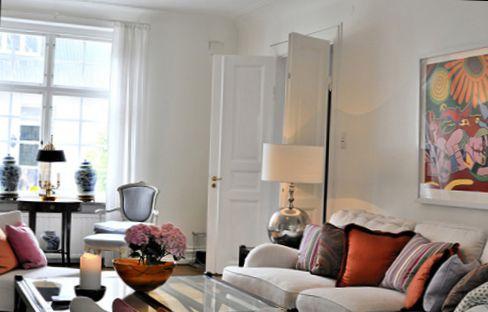 white interior design with art idea34